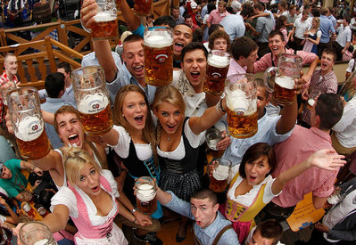 the-girls-of-oktoberfest-2010-2.jpg